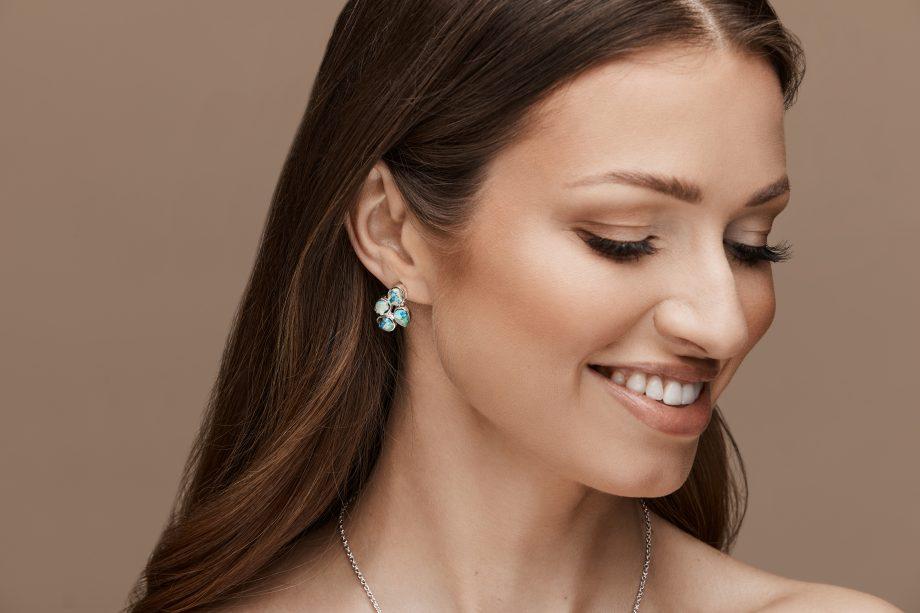 Earrings, white rhodium, malachite